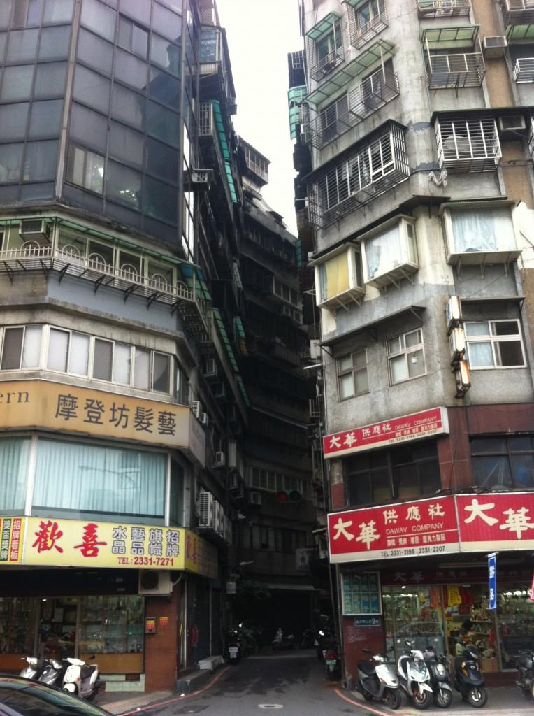 台北西門近くのビル
