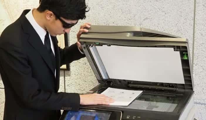 【黒線トラブル】複合機・コピー機で紙に黒い線が入る原因と対策