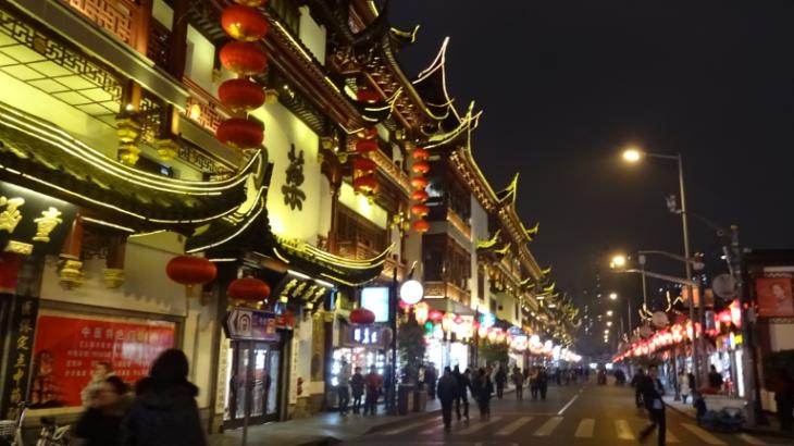 上海のごった返し市場・宝山路にヤマと積み上がる中古コピー機と互換インク